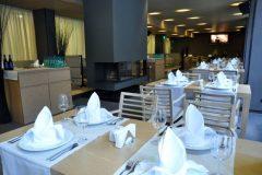 "Apart otel Lucky Bansko | ""Le Bistro"" restoranından manzara"