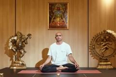 Yoga guru poz | Lucky Bansko
