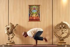 Yoga guru poz 3 | Lucky Bansko