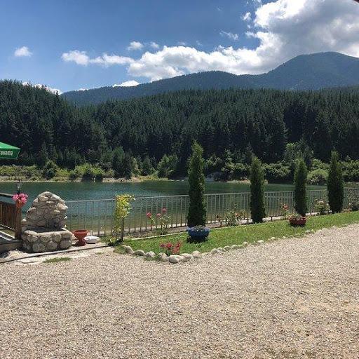 Krinets Gölü yakınlarında dinlenmek için bir yer