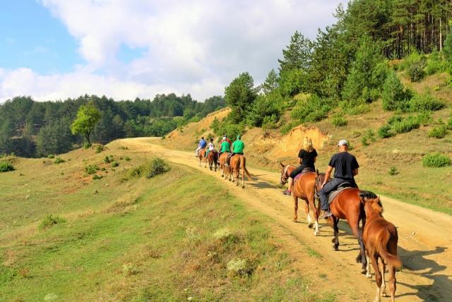 Bansko dağlarda at sürme | Lucky Bansko SPA & Relax