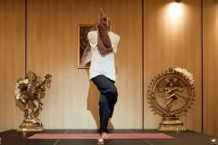 Yoga guru poz 2 | Lucky Bansko